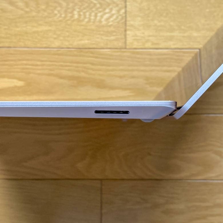 Surface Laptop 3の右側面インターフェース