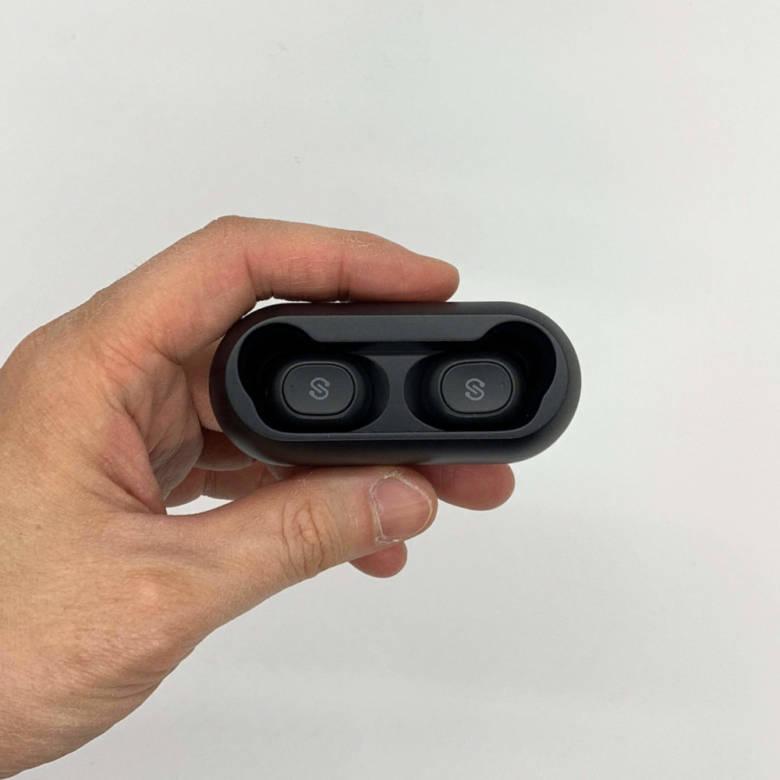 SoundPEATS TrueFreeはケースをふくめても小型である