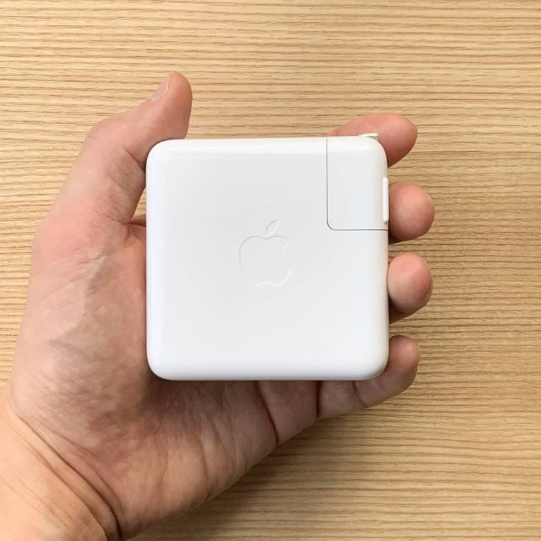 MacBook Proの61W USB-C電源アダプター
