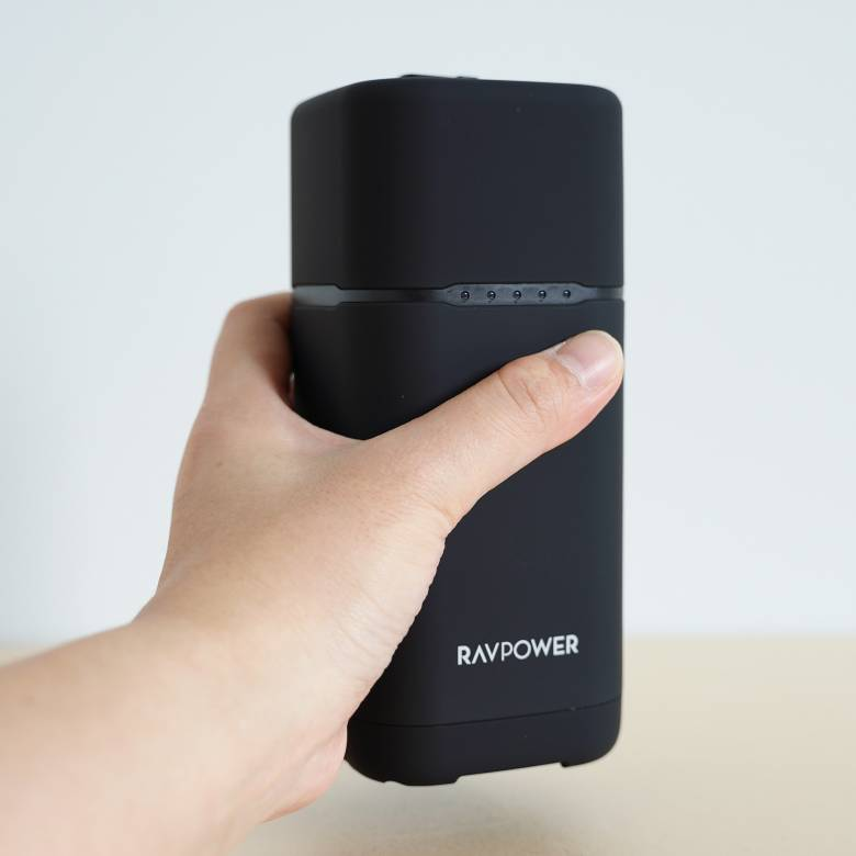 RAVPower RP-PB054proのサイズは約6.9 x 6.9 x 15.5 cm