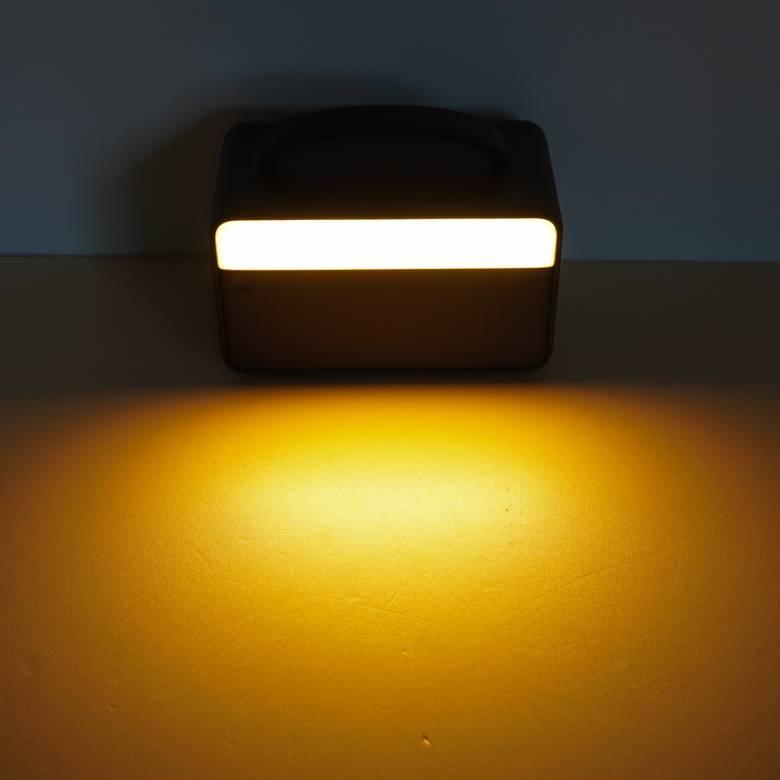 Anker PowerHouse II 400のアンビエントライトは三段階の明るさに調整可能